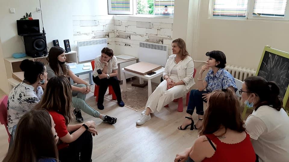 Екипна среща & Индивидуални мисли & Споделяне & Доверие & Любов & Увереност & Развитие & Мечти & Цели & Действия & Развитие & Учене & Наслада & Път