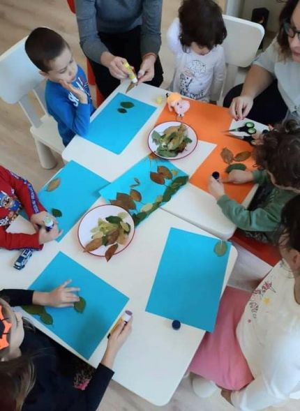Децата от Детска градина Монтесори Планета  България гр. Плевен правиха есенни пейзажи