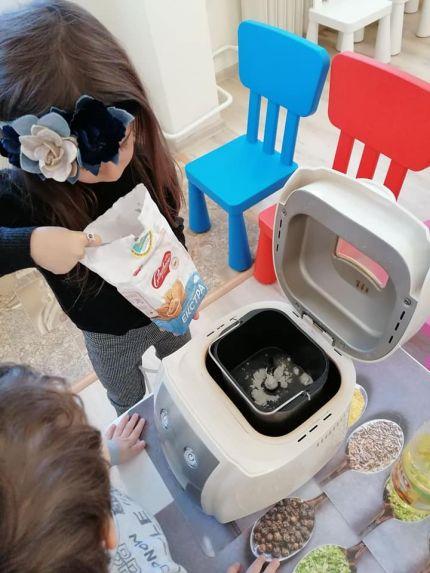 Децата приготвиха сами хляб